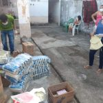 Entrega de cestas no Planalto Pici